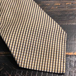 Roundtree and York Gold Tie